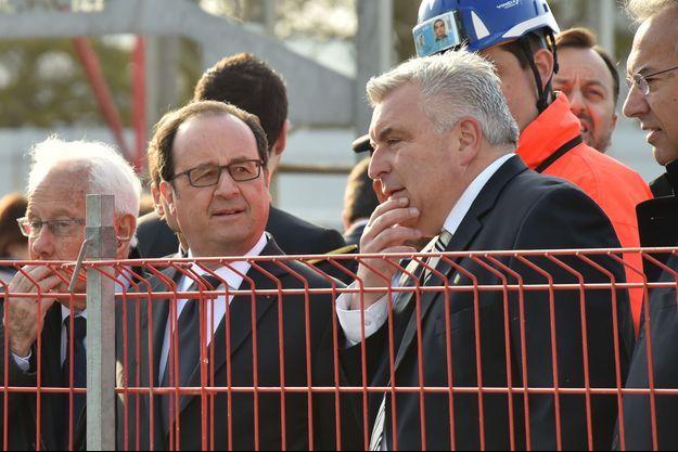 Francois Hollande et Frederic Cuvillier à Boulogne-sur-Mer, vendredi.