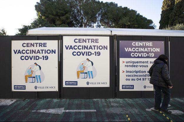Un centre de vaccination contre le covid-19, à Nice.