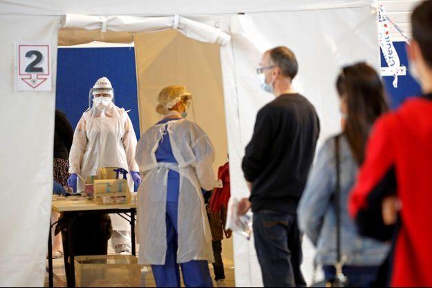 Un centre de tests de coronavirus, à Laval, en Mayenne.