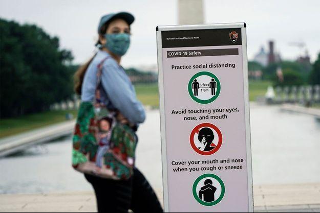 Des mesures barrière sont affichées à Washington, aux Etats-Unis.