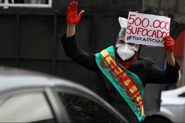 Une manifestation contre la gestion de la crise sanitaire au Brésil, où plus de 500 000 personnes sont mortes.