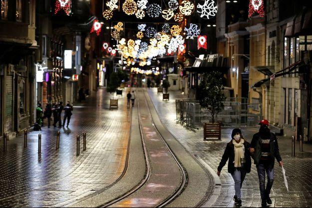 Dans les rues d'Istanbul, le 21 novembre 2020.