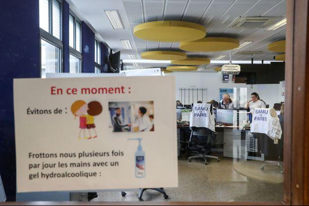 Le centre d'appel du SAMU à l'hôpital Necker, à Paris.