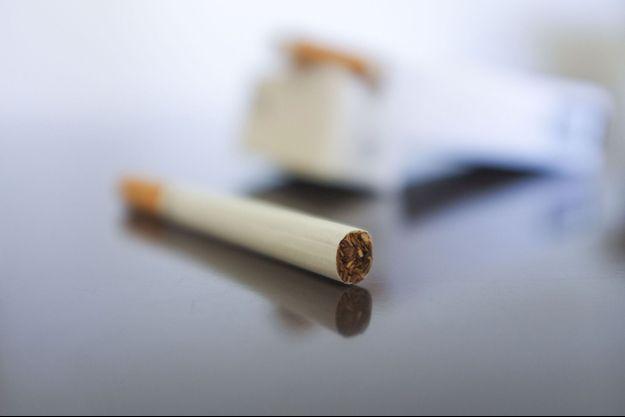 """Aussi dangereuses que les cigarettes normales, les cigarettes """"légères"""" contribuent au net accroissement de cancers qui se développent en profondeur dans les poumons."""