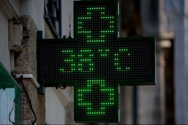 La température sur un logo d'une pharmacie (image d'illustration).