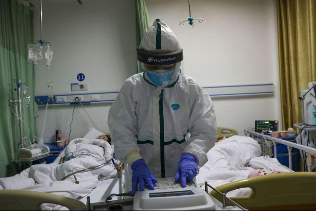 Des médecins d'un hôpital du district de Caidian, en Chine.