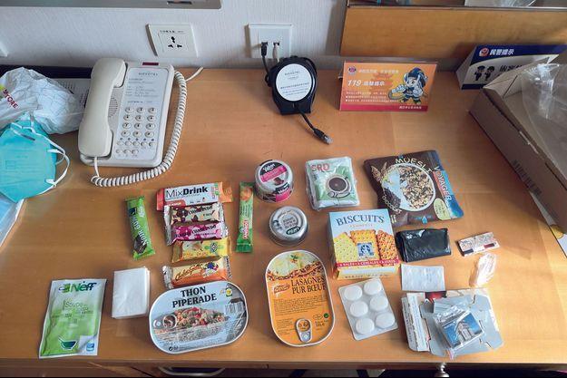 Le kit de survie distribué par le consultat français... après l'interdiction de monter dans l'avion.