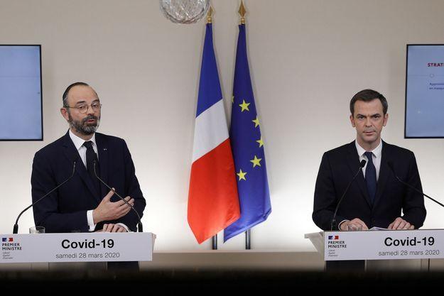 Le Premier ministre Edouard Philippe lors d'un point d'information aux Français tenu avec le ministre de la Santé Olivier Véran, samedi 28 mars 2020.