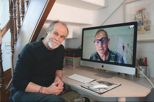 Carlos Moreno, chez lui à Sevran, dialogue par Skype avec le Dr Philippe Klein de Wuhan, en Chine.