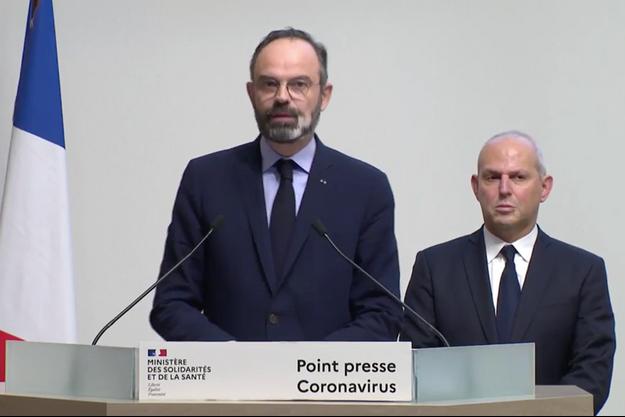 Le Premier ministre Edouard Philippe aux côtés de Jérôme Salomon