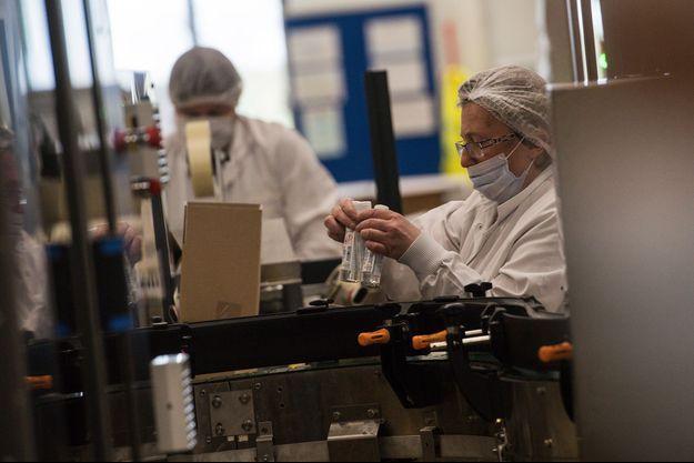 Photo d'illustration prise dans le Laboratoires Gilbert qui fabrique des gels hydroalcooliques.