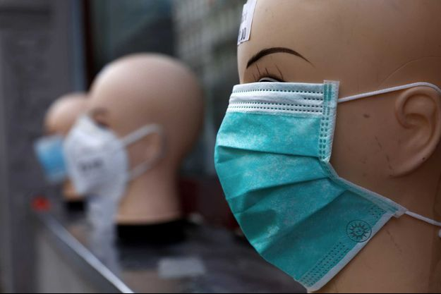 Des masques dans un magasin, en Allemagne.