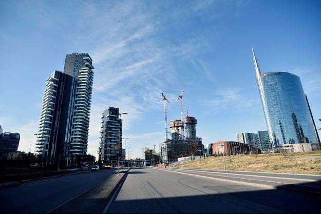 La ville de Milan semble désertée par ses habitants.