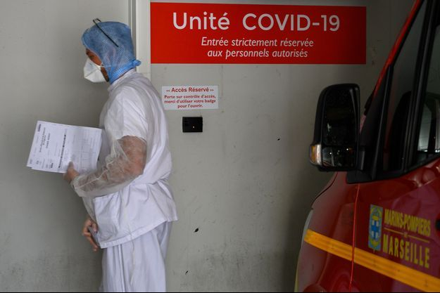 Un infirmier à l'Hôpital de la Timone de Marseille, en avril (image d'illustration).