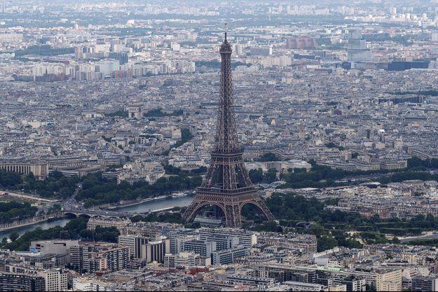 """La Tour Eiffel ferme ses portes """"jusqu'à nouvel ordre"""" à cause du coronavirus."""