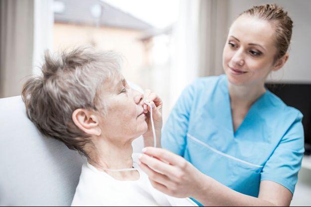 Les patients atteints de BPCO au stade sévère doivent être supplémentés en oxygène.