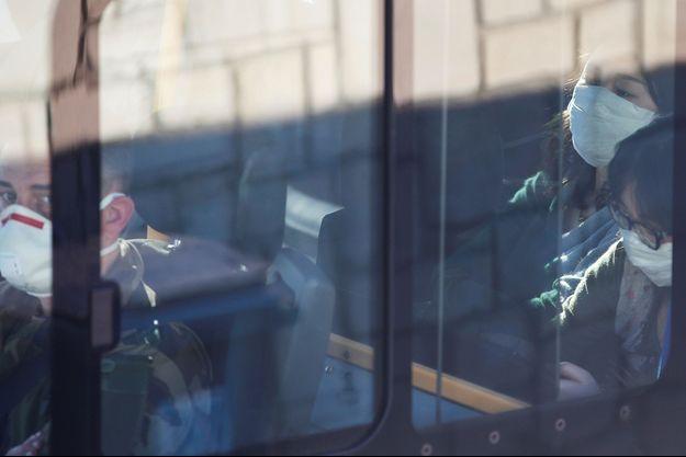 Les personnes mises en quarantaine à leur arrivée à Carry-le-Rouet, le 31 janvier.
