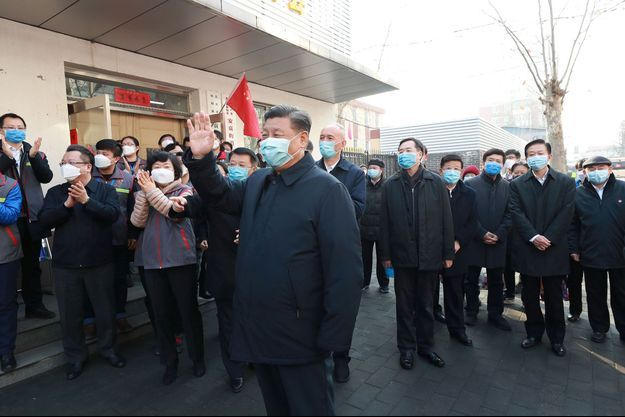 Xi Jinping, portant un masque lors d'une sortie présidentielle à Pékin.