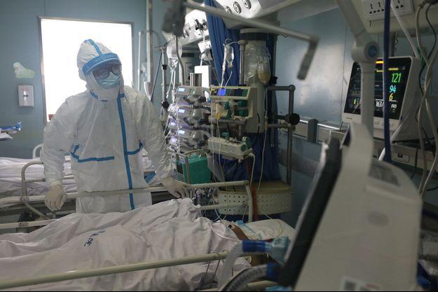 A l'hôpital de Wuhan, le personnel médical est en danger.