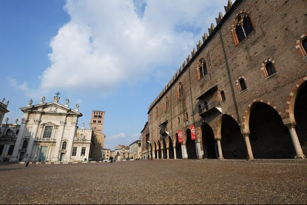 Les villes italiennes ont des allures de villes fantômes, comme ici à Mantua.