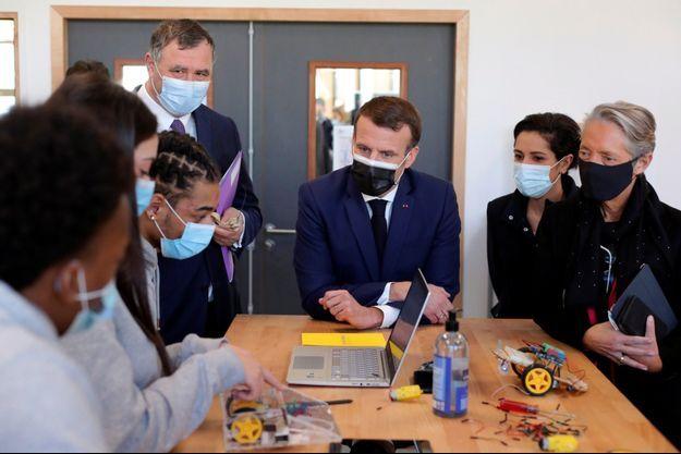 Emmanuel Macron en visite lundi avec Elisabeth Borne sur le site de l'Industreet, en Seine-Saint-Denis.