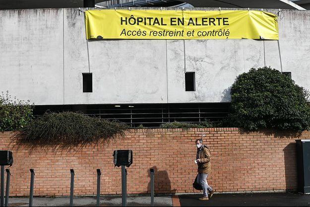 Les hôpitaux de la ville de Dunkerque font fasse à un afflux de malades atteints de la Covid-19.