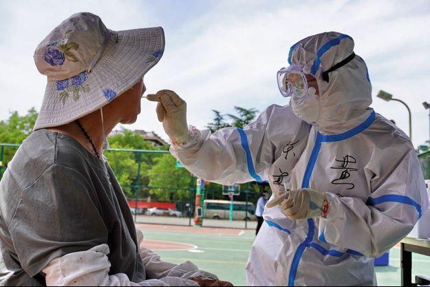 À Pékin, sur un marché, 158 personnes ont été infectées.