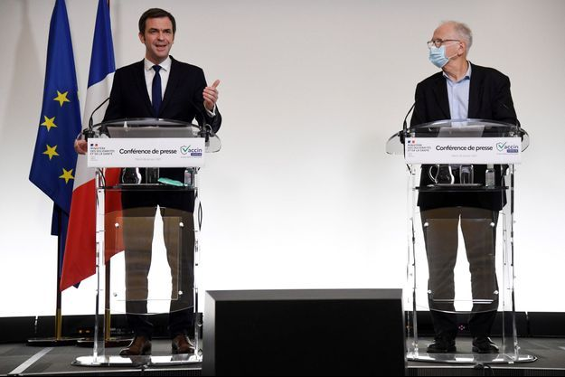 Olivier Véran et Alain Fischer, président du Conseil d'orientation de la stratégie vaccinale, en conférence de presse mardi.