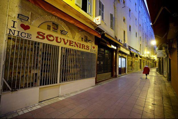 Le couvre-feu à Nice.
