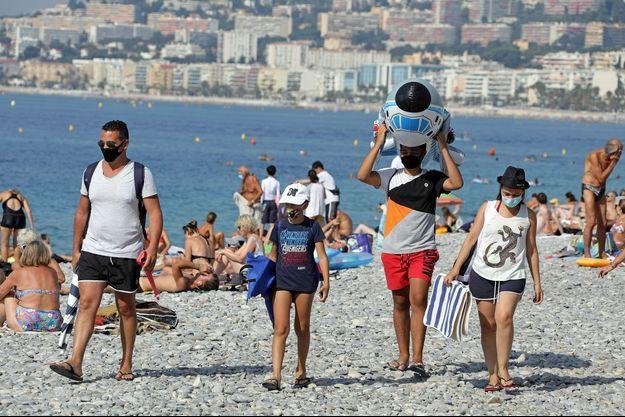 Sur une plage à Nice.