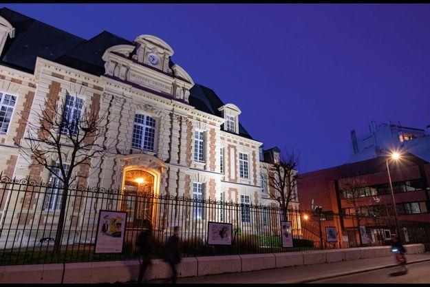 De la lumière à l'ombre… Le siège de l'institut de recherche est inauguré à Paris en 1888, en pleine gloire de Louis Pasteur.