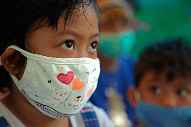 """Au Paraguay, une petite fille malade. Là-bas, le projet de """"My Child Matters"""" est axé sur la proximité des soins (mise en place de cliniques satellites)."""