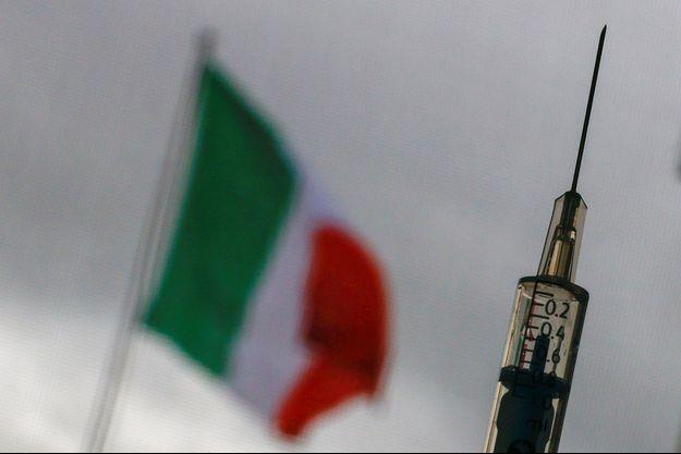 Confrontée à une troisième vague, l'Italie se reconfine.