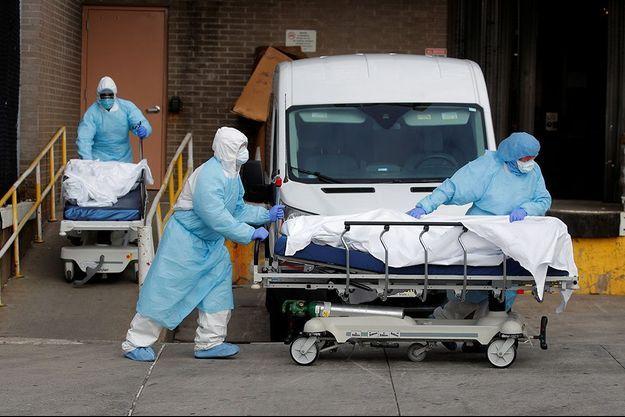 Personne transportée à l'hôpital à New York