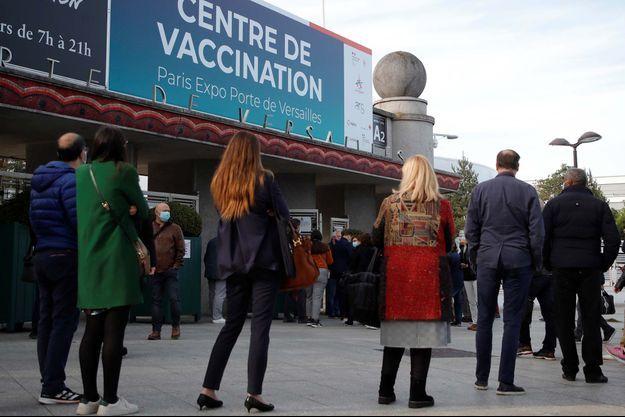 Le centre de vaccination de la porte de Versailles, à Paris.