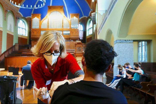Vaccination dans une église à Zurich, en Suisse.