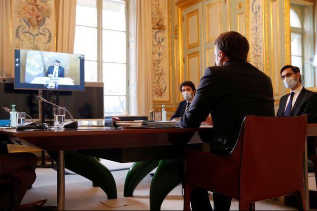 Emmanuel Macron s'est entretenu lundi avec le directeur général de l'Organisation mondiale de la Santé .