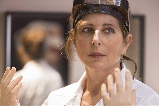 Isabelle Sarfati, prête à rentrer au bloc. Elle est médecin associé à l'Institut du sein à Paris, fondé par le Dr Krishna Clough.
