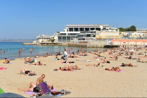 Plage des Catalans, à Marseille, lundi.