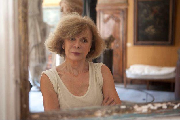 Annick Geille, écrivain-journaliste, a pu conserver sa thyroïde, encombrée d'un nodule bénin, grâce à une technique de pointe pratiquée en France à l'Hôpital américain de Paris..