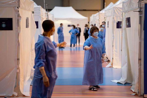Au centre de vaccination de Saint-Maur-des-Fossés près de Paris.