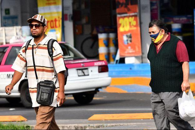 Des personnes à Mexico City, le 7 août 2020