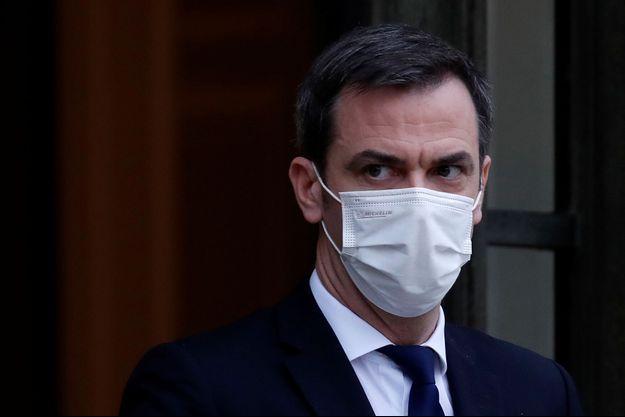 Le ministre de la Santé Olivier Véran, à la sortie du conseil des ministres, ce mercredi 27 janvier 2020.