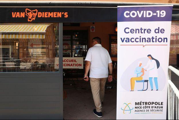 Un centre de vaccination temporaire à Nice le 22 juillet 2021