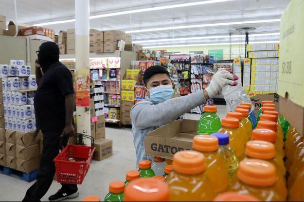 Un employé de supermarché, dans le Maryland, aux Etats-Unis. Image d'illustration.