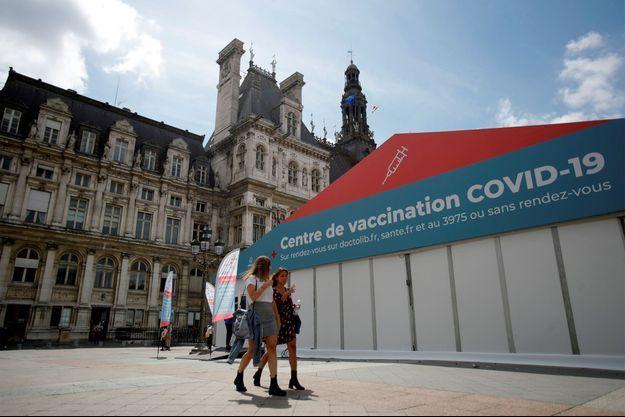 Un centre de vaccination à Paris.