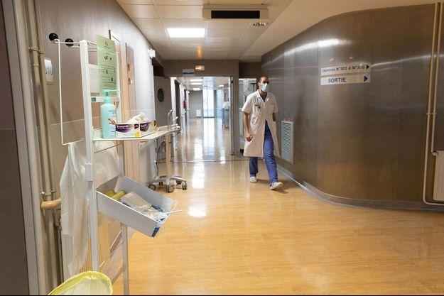 Le nombre de malades du Covid-19 hospitalisés en France s'apprête à repasser sous la barre des 9.000. (image d'illustration)