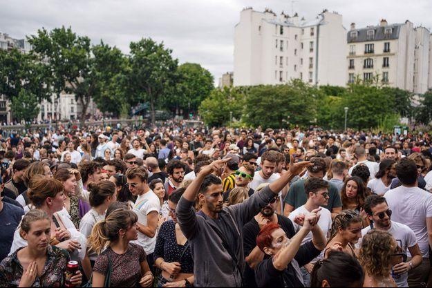 Ici, la Fête de la musique, près du Canal Saint-Martin, à Paris, le 21 juin.
