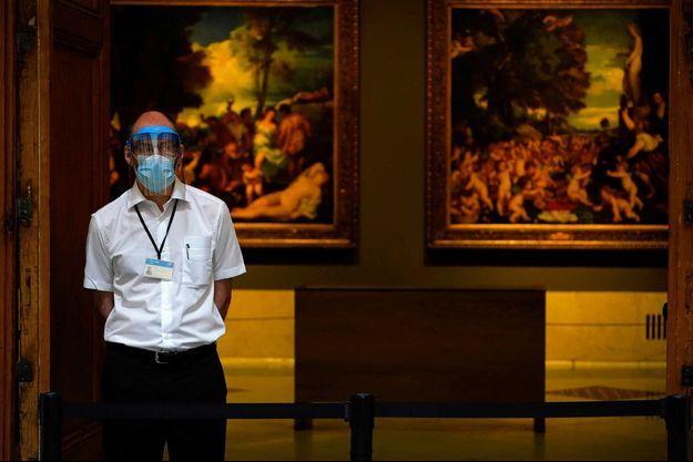 Un employé de musée à Madrid, le 6 juin.