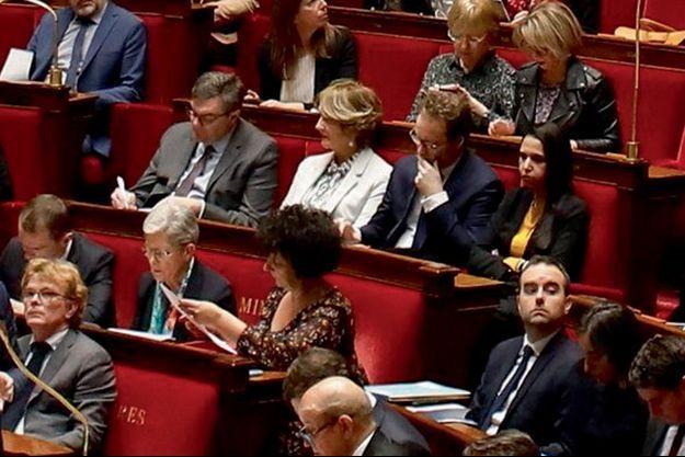 Le 3 mars, dans un hémicycle bien rempli. La représentante de la Haute-Garonne, au centre, en blanc, est déjà contaminée, mais elle ne le sait pas encore.